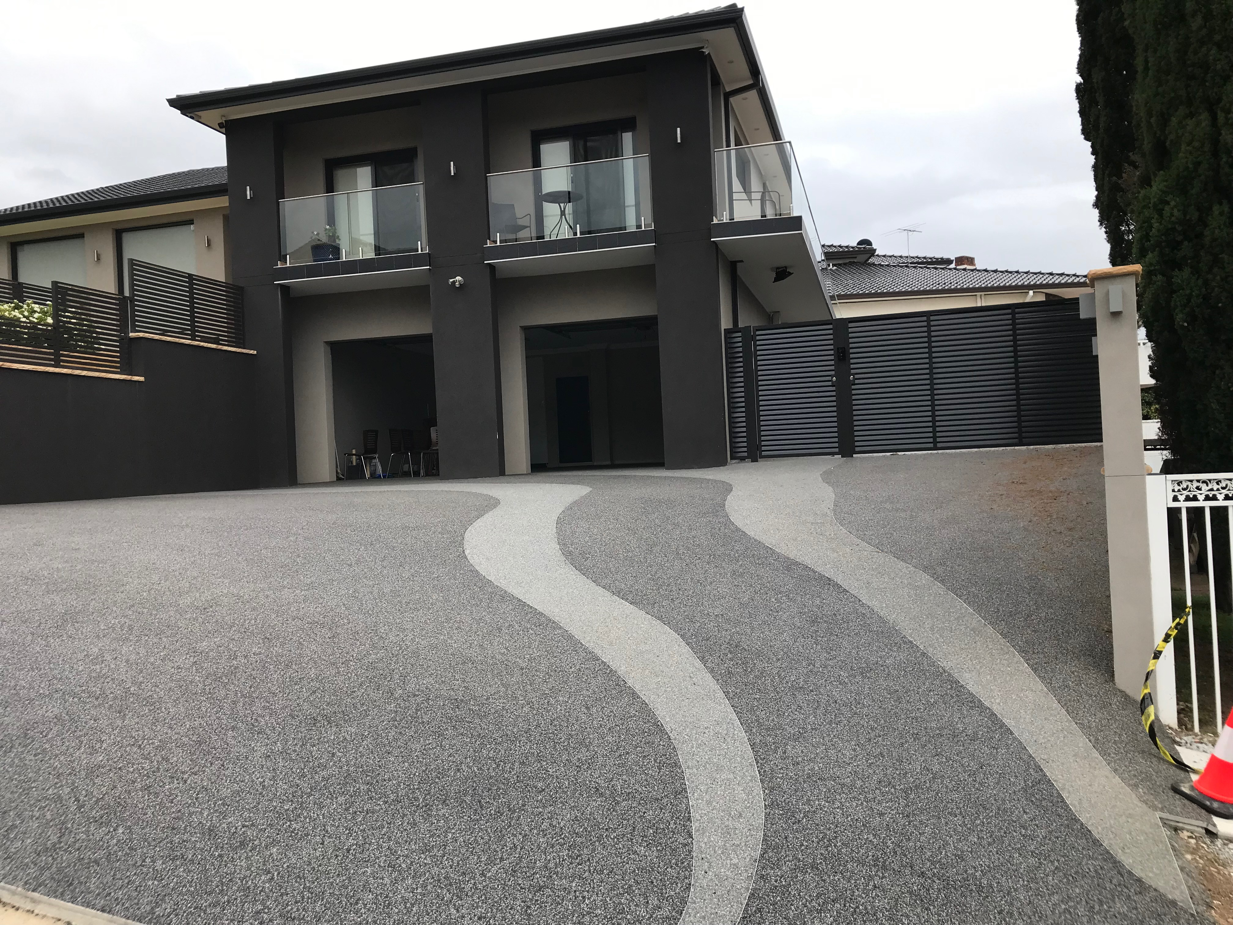 StoneSet Overlays a New Plain Driveway